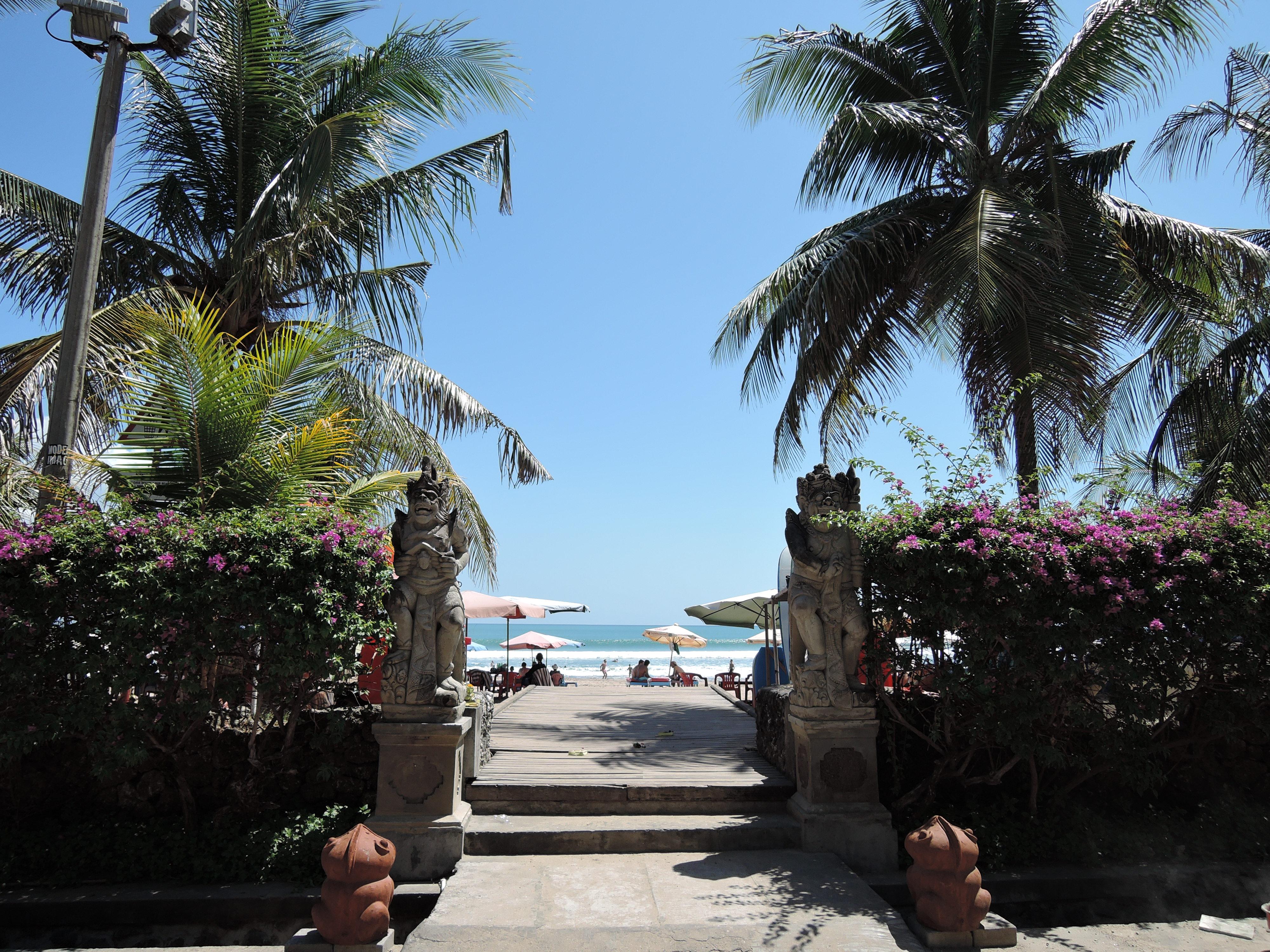 Entrada da praia em Kuta, Bali